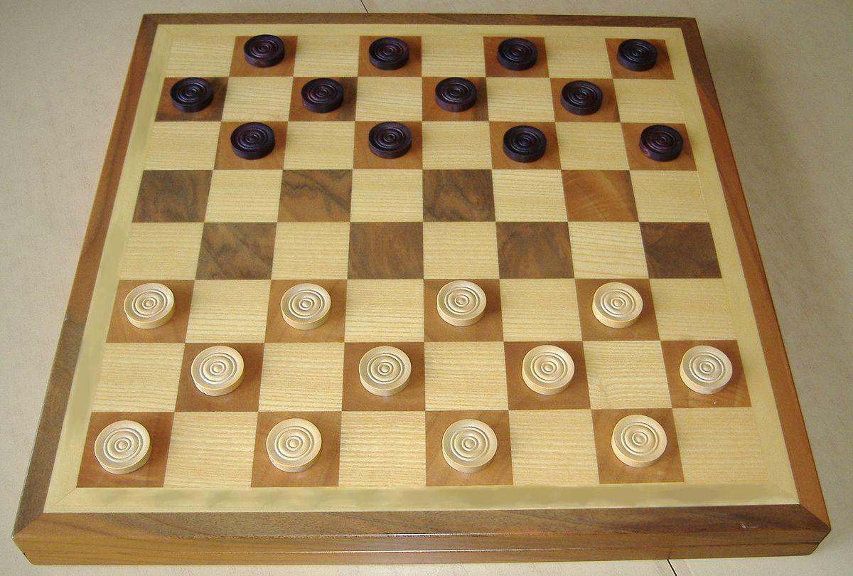 Дамка в шашках как ходит и когда рубит